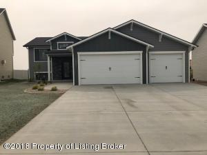 1843 Yellowstone Circle, Dickinson, ND 58601