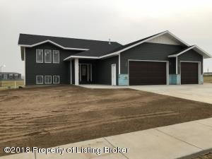 1332 45th Ave W, Dickinson, ND 58601