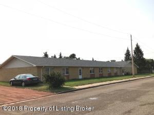 402 3rd St NW, Belfield, ND 58622
