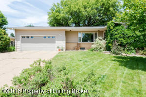 1252 1st St W, Dickinson, ND 58601