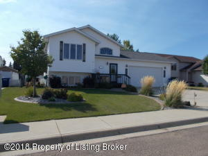 1364 7th St E, Dickinson, ND 58601