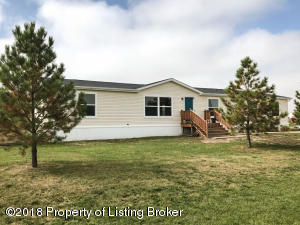 926 Sorrel Ln, Dickinson, ND 58601