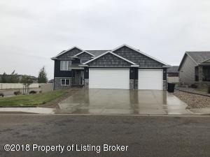 959 Pheasant Run Ave, Dickinson, ND 58601