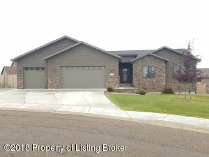 986 Belle Court, Dickinson, ND 58601