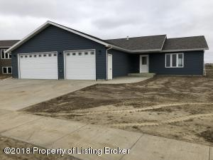 3274 Shamrock Loop, Dickinson, ND 58601