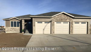 1637 Sunrise Dr, Dickinson, ND 58601