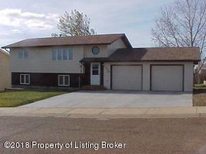 1179 North Drive, Dickinson, ND 58601