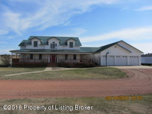 612 8th Street SE, Dickinson, ND 58601