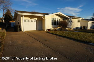 1160 4th Ave E, Dickinson, ND 58601