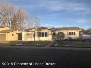 1040 Foster Drive, Dickinson, ND 58601