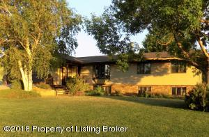 405 10th Avenue N, Hettinger, ND 58639
