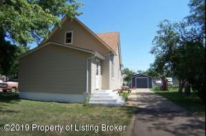1045 1st Ave E, New England, ND 58647