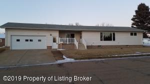 138 8th Street E, New England, ND 58647