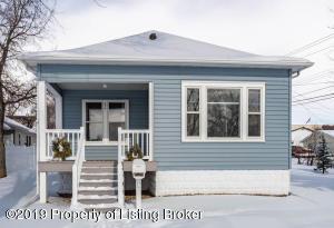 434 3rd Street W, Dickinson, ND 58601