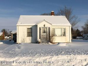733 3rd Avenue E, New England, ND 58647