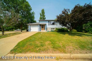 118 W 11th Street, New England, ND 58647