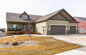 2569 Country Oak Drive, Dickinson, ND 58601