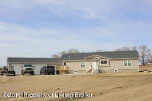 402 Main Ave E, Alexander, ND 58831