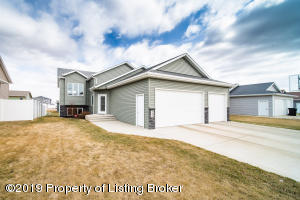 848 16th Avenue E, Dickinson, ND 58601