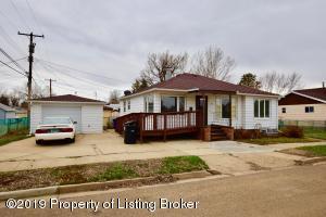 729 2nd Street W, Dickinson, ND 58601