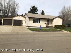 1021 3rd Ave West, Dickinson, ND 58601