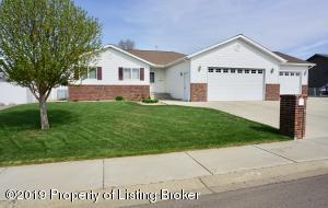 783 8th Avenue SW, Dickinson, ND 58601