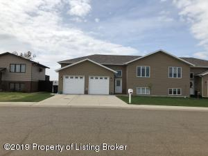 1006 6th Ave SE, Dickinson, ND 58601