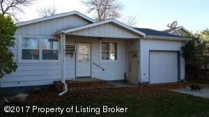 311 5th Street NE, Belfield, ND 58622
