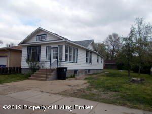 230 5th Avenue W, Dickinson, ND 58601