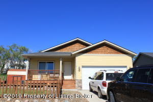 1321 W Pheasant Ridge Street, Watford City, ND 58854