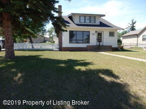 121 3rd Street SW, Watford City, ND 58854