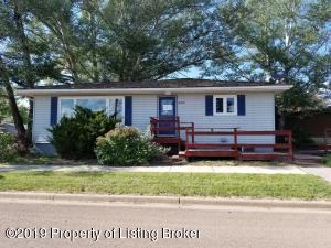 608 W Divide Street, Bowman, ND 58623