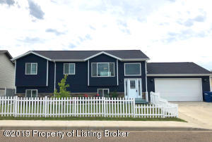 560 5th Avenue SE, Dickinson, ND 58601