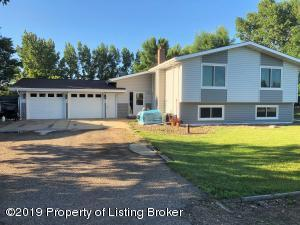 3289 Lakeview Drive, Dickinson, ND 58601