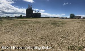 427 28th Ave East, Dickinson, ND 58601