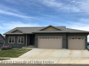 1326 Marilyn Way, Dickinson, ND 58601