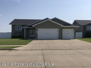 2319 6th Street W, Dickinson, ND 58601