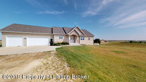 1318 13TH St Street SW, Dickinson, ND 58601