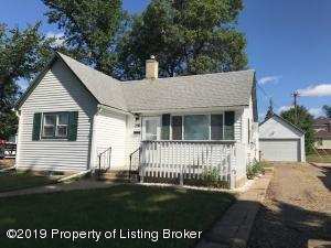 236 5th Street W, Dickinson, ND 58601
