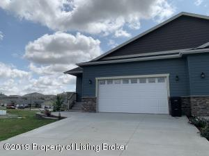 1271 25th Street W, Dickinson, ND 58601