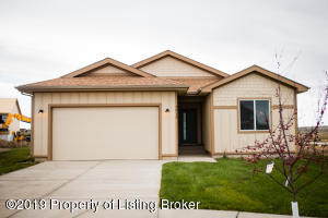 1513 Meadowlark Court, Watford City, ND 58854