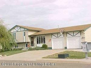561 6th Avenue SW, Dickinson, ND 58601