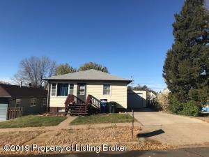 513 3rd Avenue E, Dickinson, ND 58601