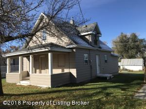 305 3rd Street NE, Belfield, ND 58622