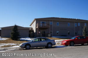 2155 10th Ave W #3, Dickinson, ND 58601