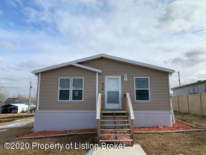 214 4th Street SW, Belfield, ND 58622