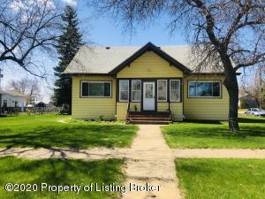 1042 1st Avenue W, New England, ND 58647