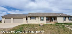 2610 Terrace View Drive, Watford City, ND 58854