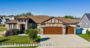 2457 Country Oak Drive, Dickinson, ND 58601
