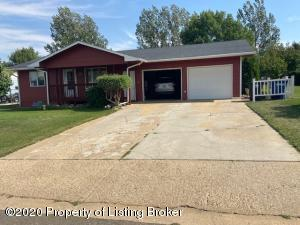 577 8th Avenue SW, Dickinson, ND 58601